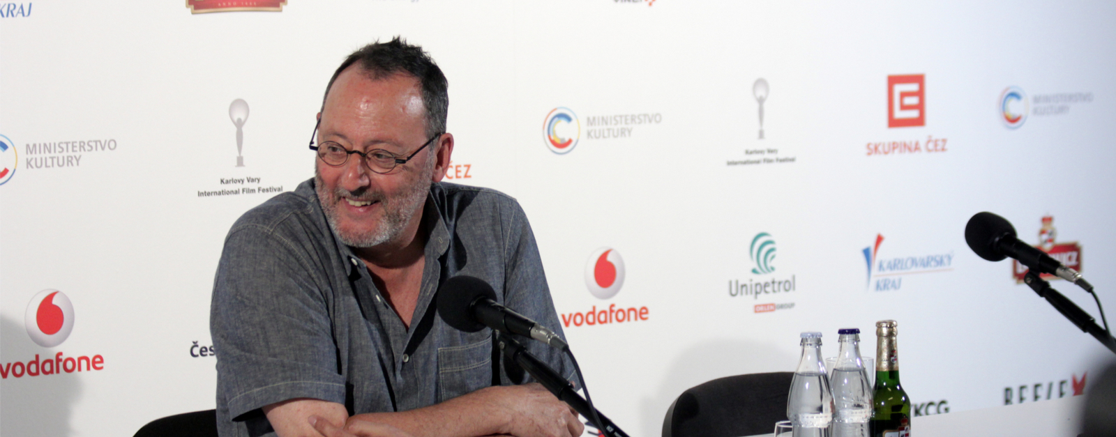 Jean Reno filmed a greeting to Prague hospital