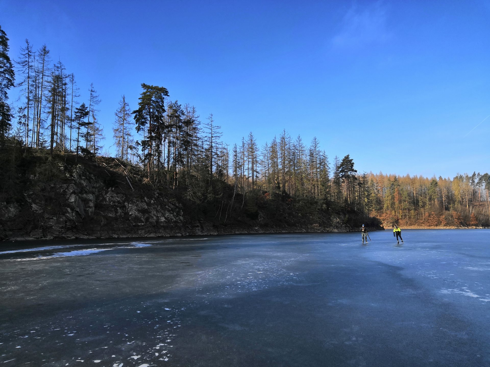 Czechs skate on large natural water areas
